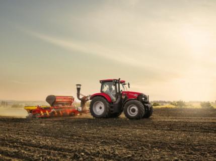 """""""Maxxum 150 CVX"""" debiutas: kompaktiški šešių cilindrų traktoriai su belaipsne transmisija"""
