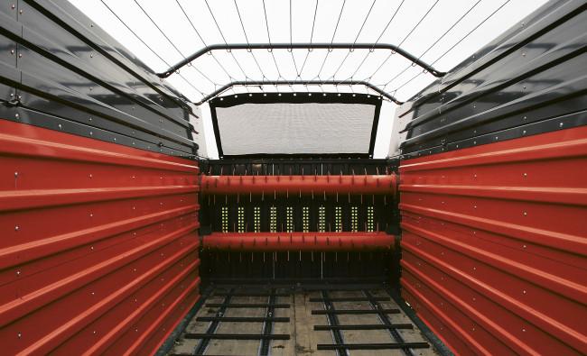 Savikrovės priekabos su smulkinimo mechanizmu Kverneland 10055 R